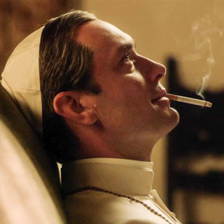 The Young Pope: O Jude Law κολάζει ως νέος (και ωραίος και σέξυ) Πάπας